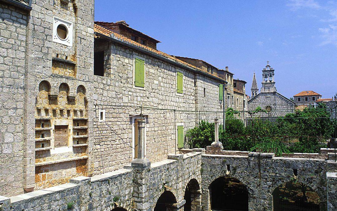 Stari Grad – Hotel Arkada**